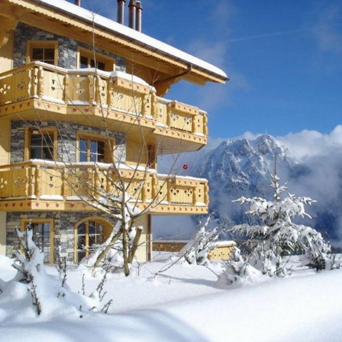 Swiss Valley Apartments: La Reine Des Pres In Leysin